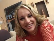 Vidéo porno mobile : Jour de gloire pour Cassidy Blue, elle se fait déchirer l'anus